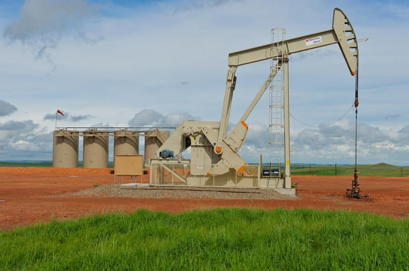 Bakken pumpjack and tanks